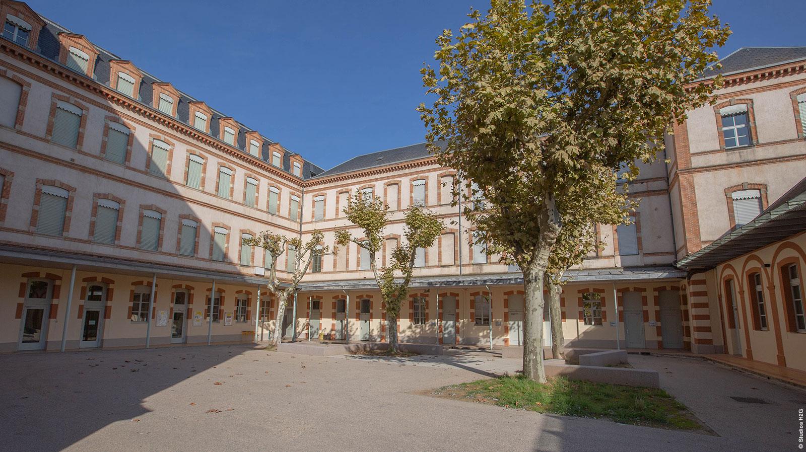 Cours intérieure lycée Lapérouse, chantier réalisé par Bulditec